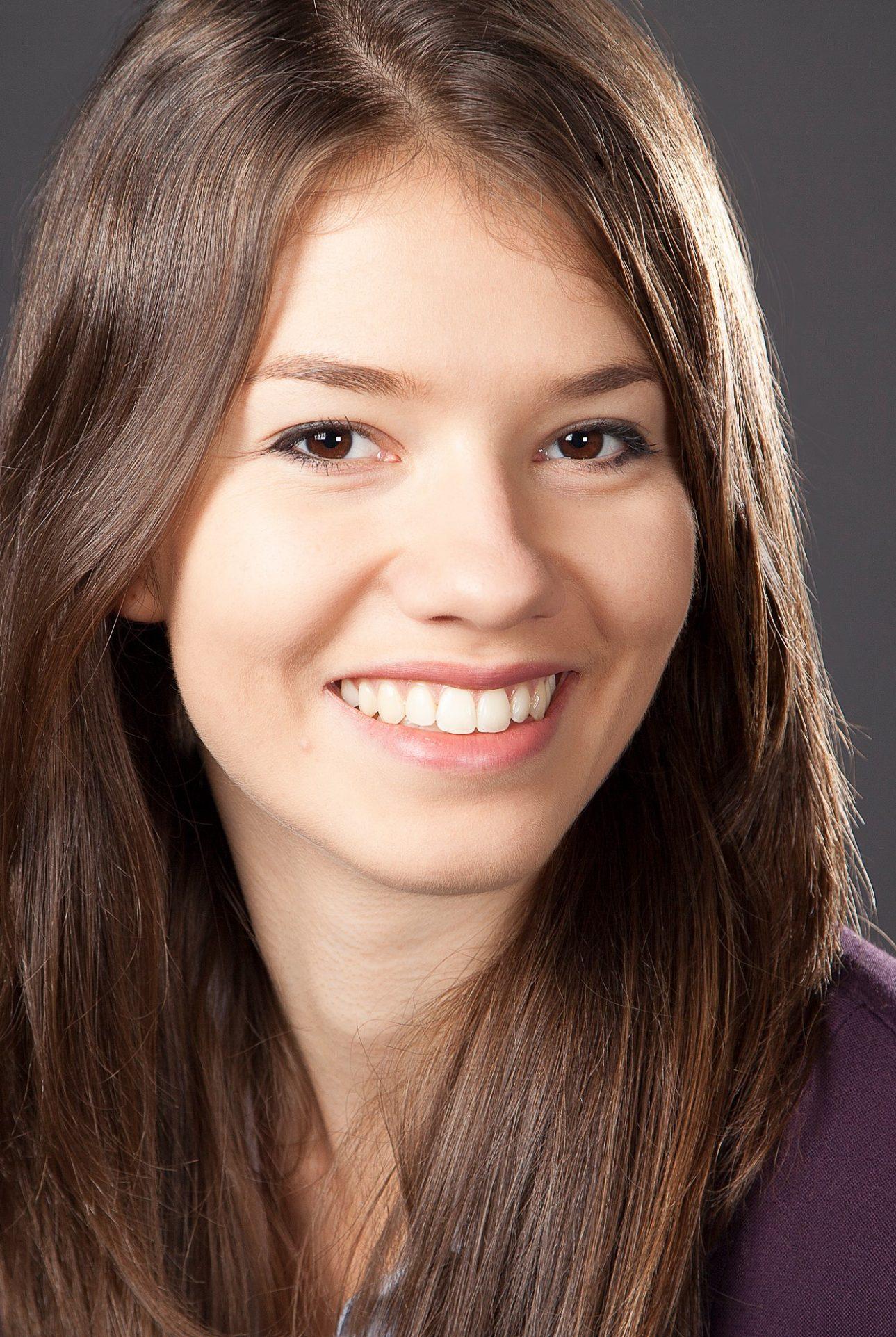 Head shot of Lauren Welte